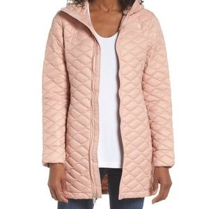Ladies XL North Face Hooded Parka in Misty Rose.